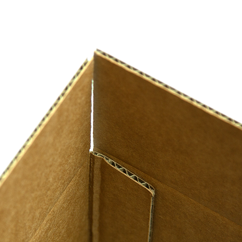 Strong adhesive and large overlap makes for a sturdy box
