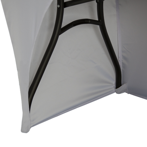 Leg pockets hold the tablecloth in place